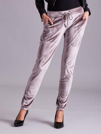 Aksamitne spodnie dresowe z troczkami beżowe