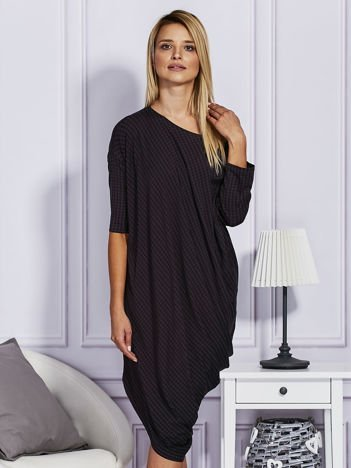 Asymetryczna sukienka w kratkę czarna