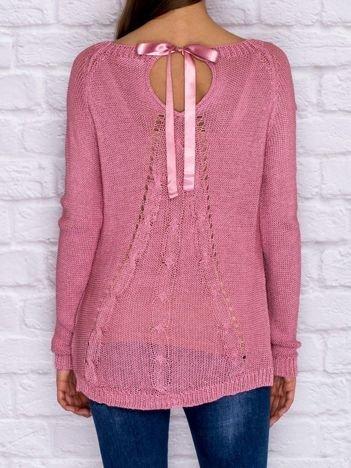 Ażurowy sweter ze wstążką różowy