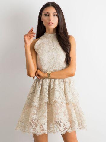 8963400343 BY O LA LA Beżowa koronkowa sukienka z falbanami