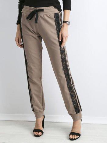BY O LA LA Beżowe spodnie z koronką