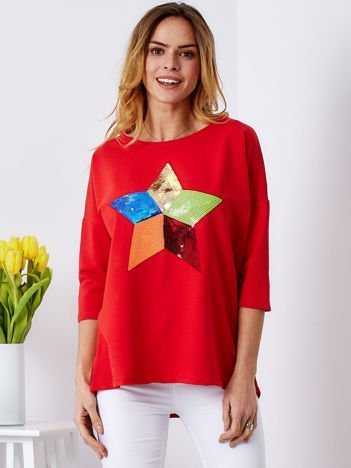 Bawełniana czerwona bluzka oversize z cekinową gwiazdą