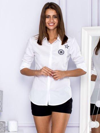 Bawełniana koszula z naszywkami biała