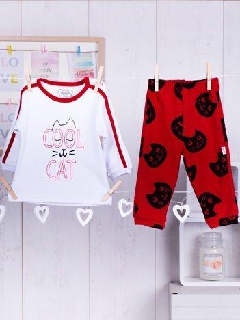 Bawełniana piżamka dziecięca z nadrukiem kotów czerwono-biała