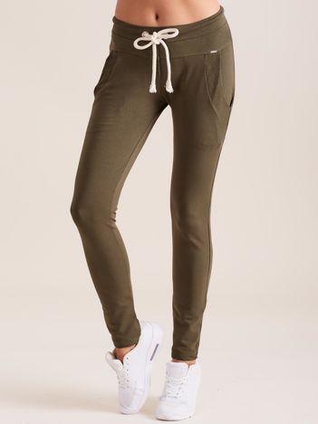 Bawełniane spodnie dresowe z troczkami khaki