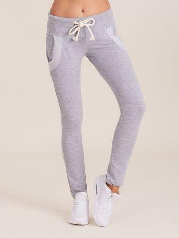 Bawełniane spodnie dresowe z troczkami szare