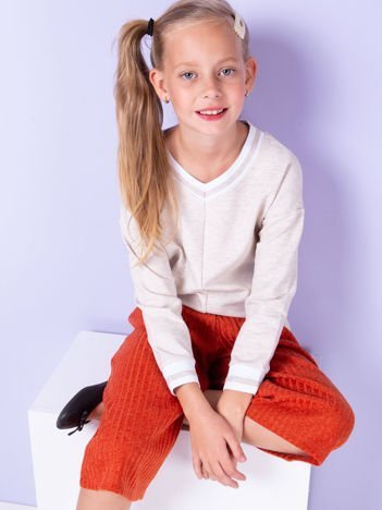 Beżowa bluza dla dziewczynki z trójkątnym dekoltem