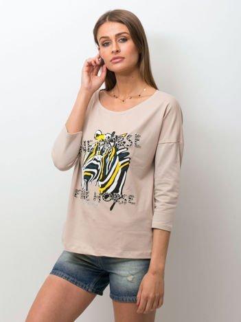 Beżowa bluzka z zwierzęcym nadrukiem i perełkami
