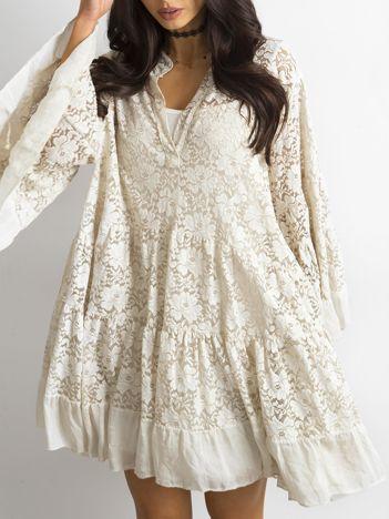 Beżowa luźna sukienka z koronki