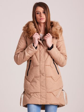 Beżowa pikowana kurtka na zimę