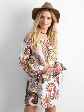 Beżowa sukienka hiszpanka we wzory
