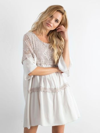 Beżowa sukienka oversize z koronką