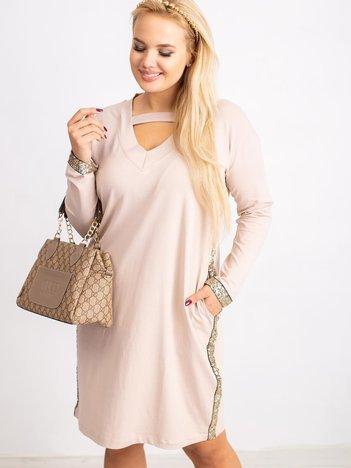 Beżowa sukienka plus size Mode