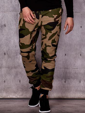 Beżowe ocieplane spodnie dresowe męskie we wzór moro