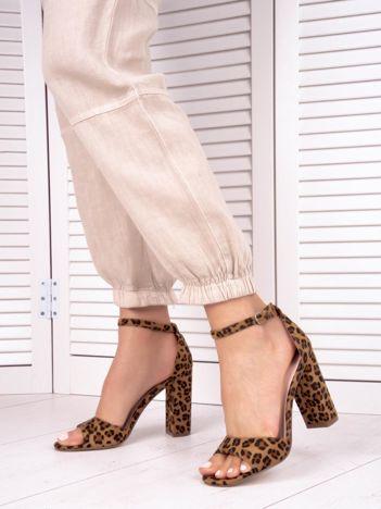 Beżowe sandały IDEAL SHOES w zwierzęcy print