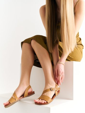 Beżowe sandały Kylie z eco skóry na płaskim obcasie