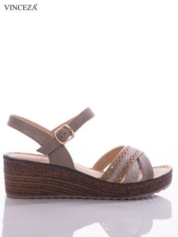 Beżowe sandały na koturnach Vinceza z profilowaną skórzaną wkładką i brokatowymi paskami na przodzie