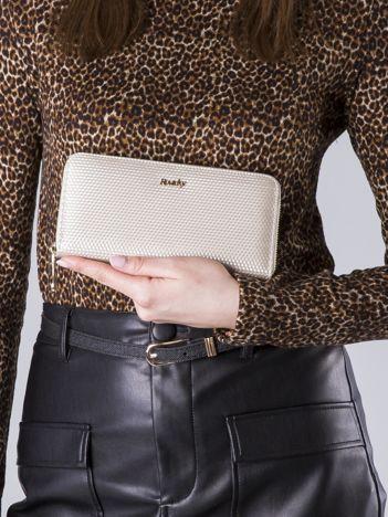 Beżowy lakierowany portfel