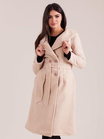 Beżowy płaszcz boucle z paskiem