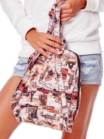 Beżowy plecak z londyńskimi motywami