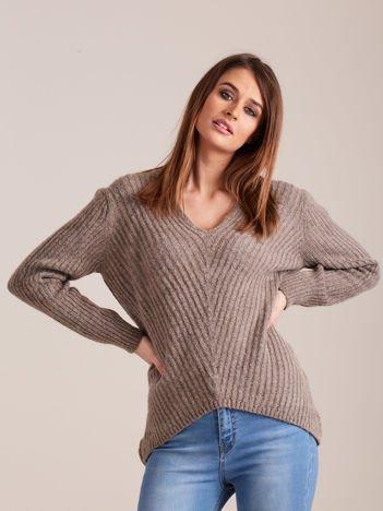 Beżowy sweter damski w serek