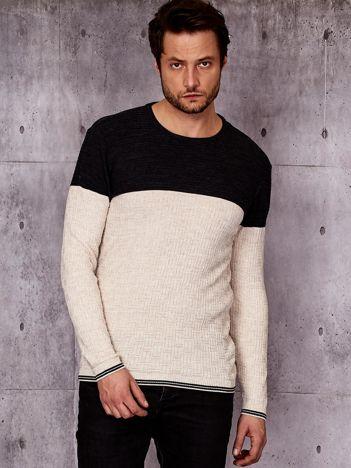 Beżowy sweter męski z plecionym modułem
