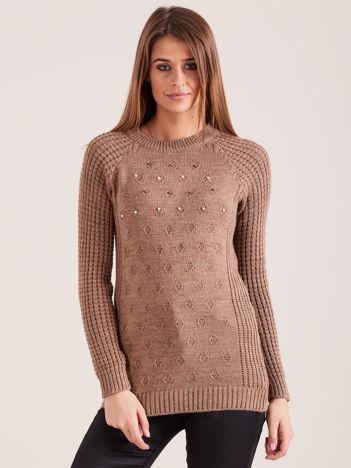 Beżowy sweter z aplikacją