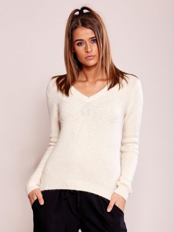 Beżowy sweter z koralikami