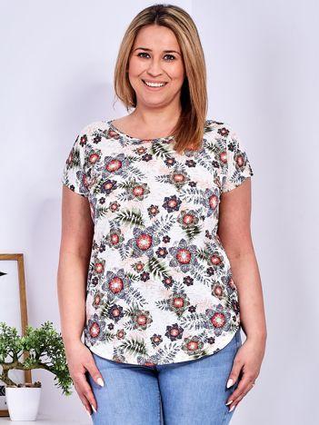 Beżowy t-shirt w roślinne desenie PLUS SIZE