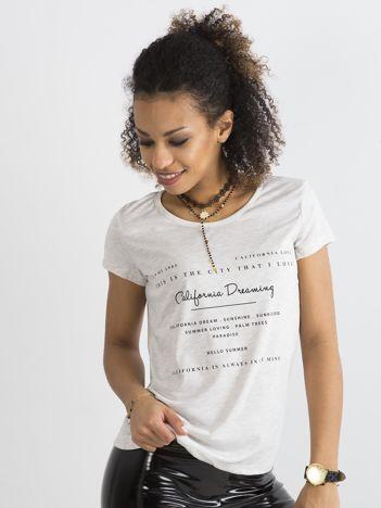 Beżowy t-shirt z napisami