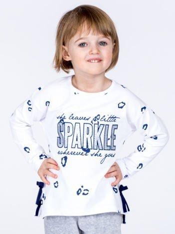 Biała bawełniana bluzka dziewczęca z nadrukiem i kokardkami