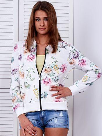 Biała bluza bomberka w kolorowe roślinne wzory