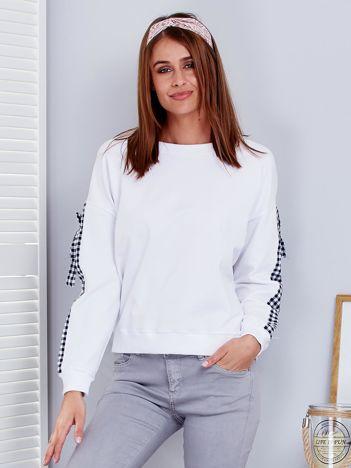 Biała bluza z kokardami w kratę