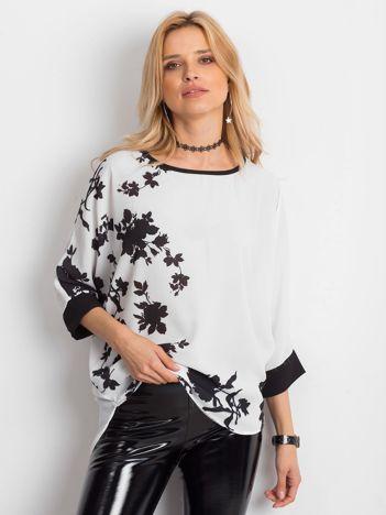 Biała bluzka w malarskie roślinne wzory