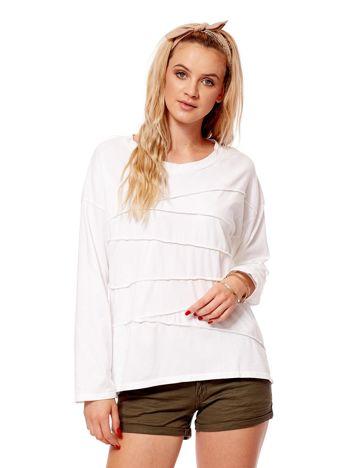 Biała bluzka z asymetryczymi przeszyciami