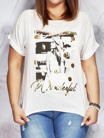 Biała bluzka z fotograficznym nadrukiem PLUS SIZE