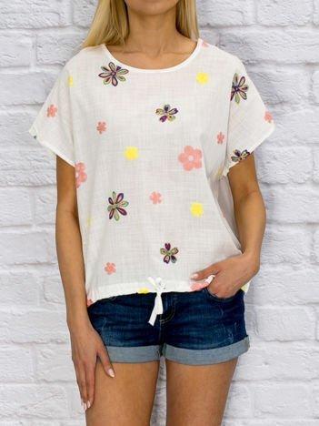 Biała bluzka z haftowanymi kwiatami
