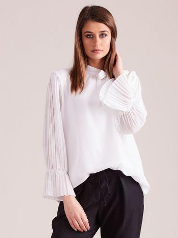 Biała bluzka z plisowanymi rękawami