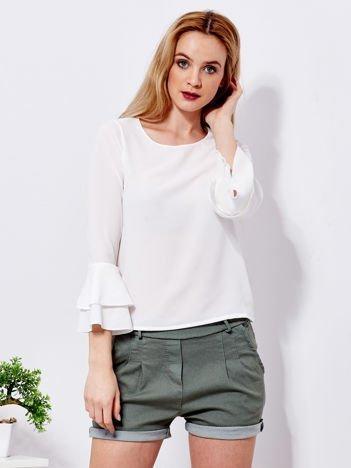 Biała bluzka z rozszerzanymi rękawami