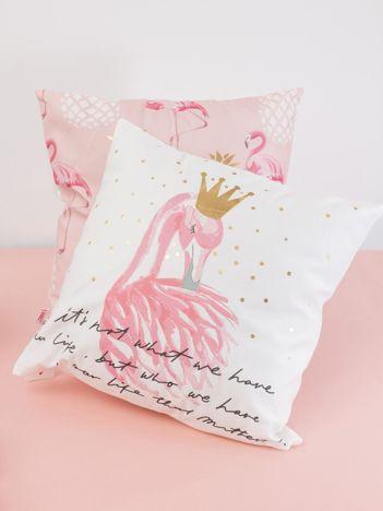 Biała dekoracyjna poduszka z flamingiem