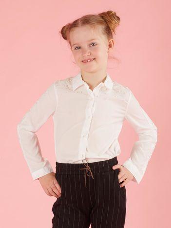 Biała koszula dla dziewczynki z aplikacją