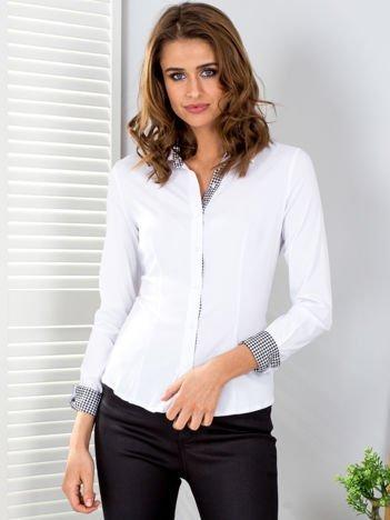 Biała koszula z wstawkami w pepitkę