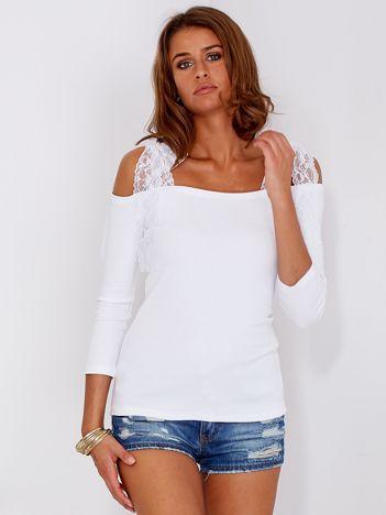 Biała prążkowana bluzka z kokardami na ramionach