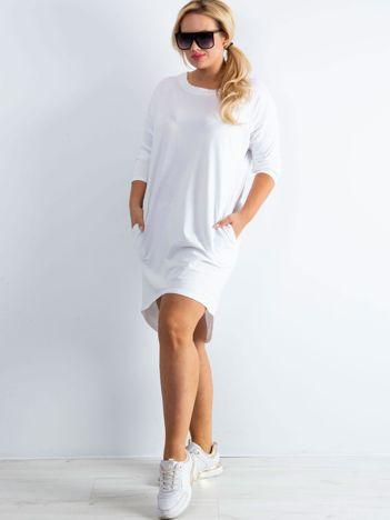 Biała sukienka oversize z bawełny