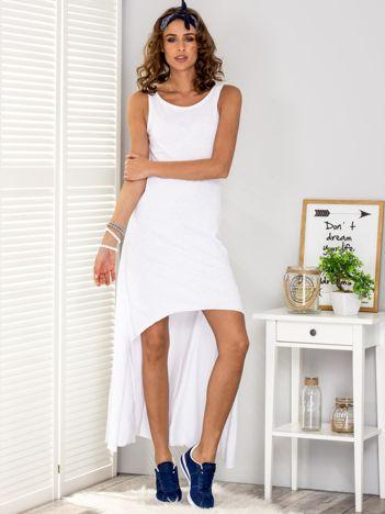 Biała sukienka z dłuższym tyłem