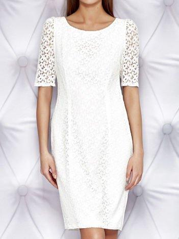 Biała sukienka z koronką