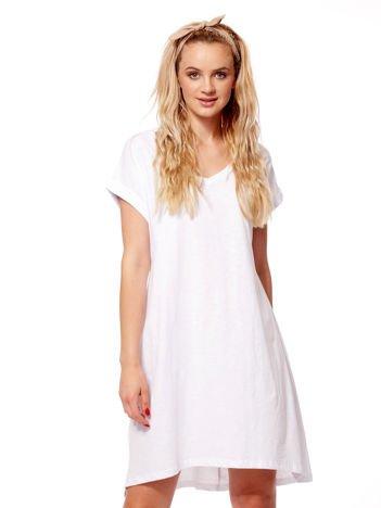 Biała sukienka z podwijanymi rękawami