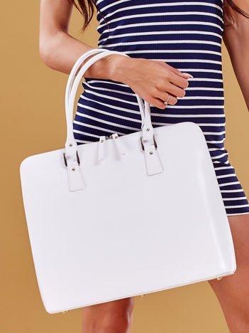 Biała torba damska z odpinanym paskiem