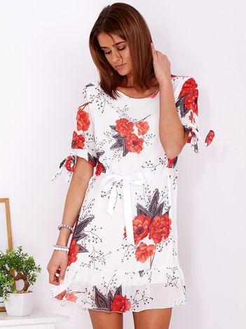 Biała zwiewna sukienka w kwiaty z wiązaniem