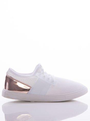 Białe ażurowe trampki ze złoto-różową lustrzaną wstawką na tyle cholewki